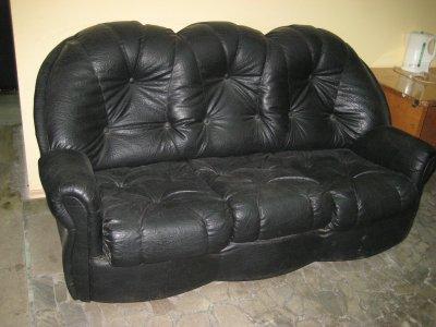 Продаем офисную мебель б/у Стол черный - 4 шт Тумба черная - 6 шт Стеллаж черный - 6 шт Шкаф