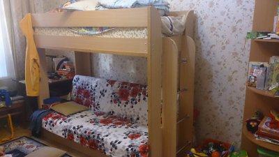 СРОЧНО ПРОДАМ! Угловой шифоньер и двухъэтажную кровать